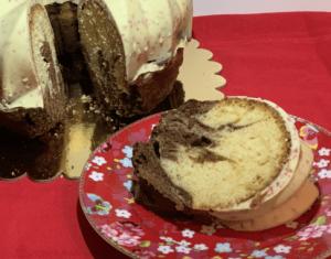 Receta de Bundt Cake marmolado con cobertura de chocolate blanco